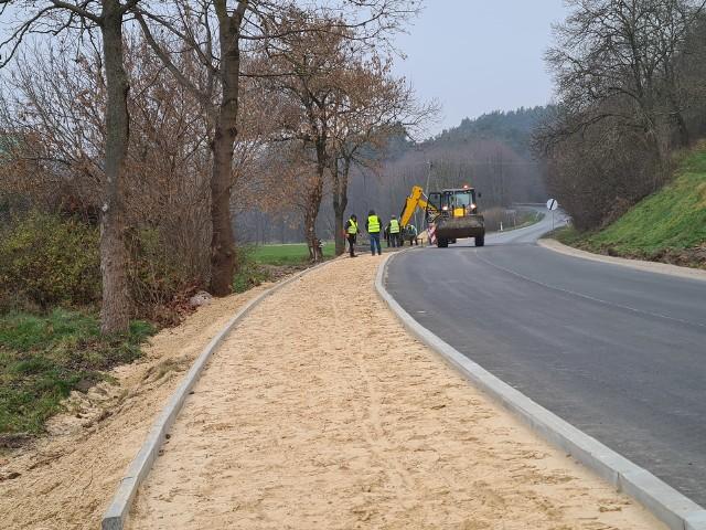 Trwa budowa chodnika w Antoniewie