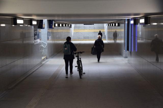 Modernizacja peronów na stacji Zielona Góra Główna się zakończyła, trwają jedynie roboty wykończeniowe związane z budową kanalizacji deszczowej