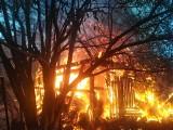 Pożar budynku gospodarczego przy szkole w Nacławiu. Budynek spłonął doszczętnie [ZDJĘCIA]
