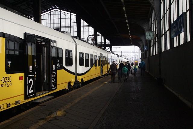 Pociagami Kolei Dolnośląskich podróżują miliony pasażerów. Najczęściej gubią telefony, pasasole, osobiste drobiazgi