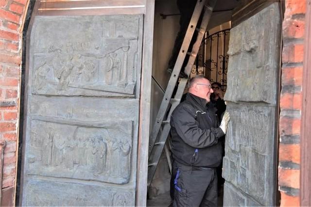 Pod koniec marca br. Inowrocławskie Drzwi Jubileuszowe zostały osadzone w wejściu głównym do kościoła pod wezwaniem św. Mikołaja, zaś w sobotę, 1 maja, zostaną one poświęcone