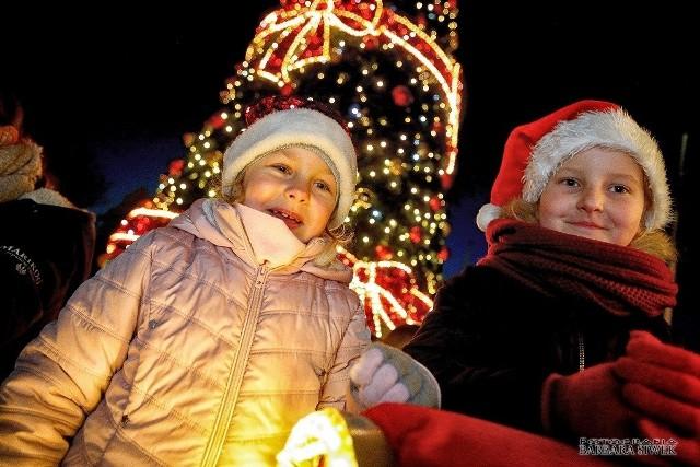 Po ratuszem w Ostrowi można było sobie zrobić zdjęcie z Mikołajem
