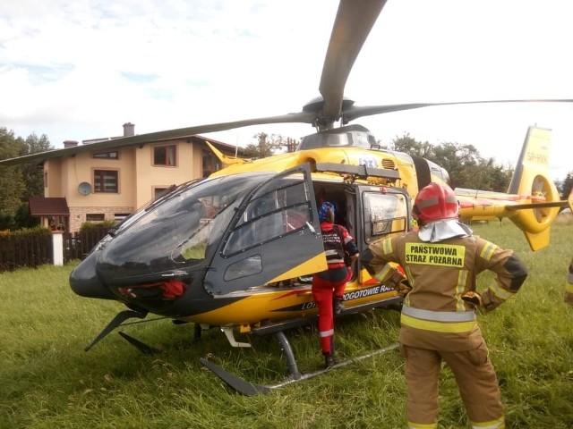 Po poszkodowaną rowerzystkę przyleciał helikopter LPR Zobacz kolejne zdjęcia. Przesuwaj zdjęcia w prawo - naciśnij strzałkę lub przycisk NASTĘPNE