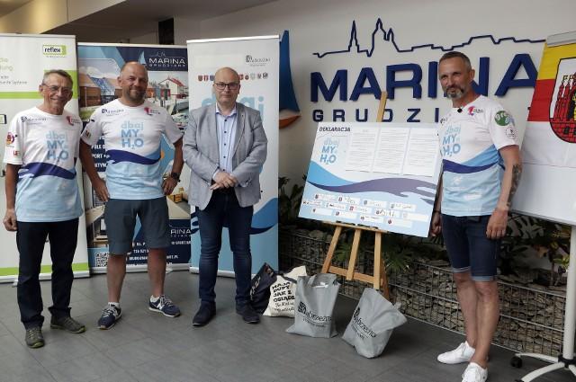 """W imieniu samorządu Grudziądza prezydent Maciej Glamowski podpisał deklarację """"DbajMy o H2O"""" w Marinie."""