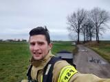 Niecodzienna próba strażaka z Dobrzycy. Paweł Milczarek przebiegnie w pełnym ekwipunku półmaraton, żeby pomóc choremu dziecku