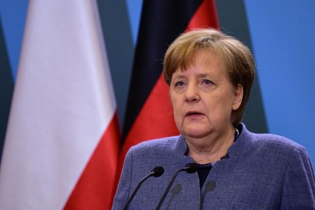 - Stać dziś tutaj jako niemiecka kanclerz i móc wygłosić do państwa kilka słów, to dla mnie jest trudne. Odczuwam gębki wstyd, biorąc pod uwagę barbarzyńskie zbrodnie – mówiła Angela Merkel podczas wystąpienia na uroczystościach w Oświeceniu.
