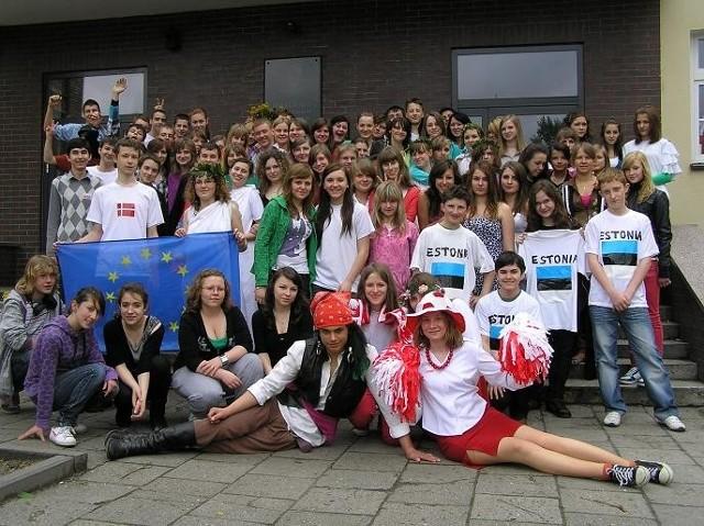 Rodzinne zdjęcie wszystkich uczestników Pikniku Europejskiego