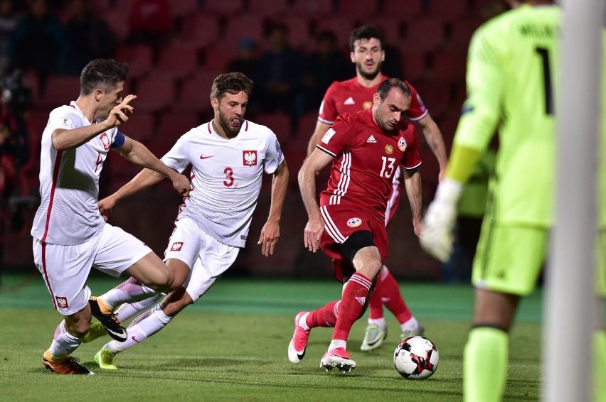 Bartosz Bereszyński w meczu z Armenią otrzymał od selekcjonera szansę gry na lewej obronie. Wykorzystał ją.