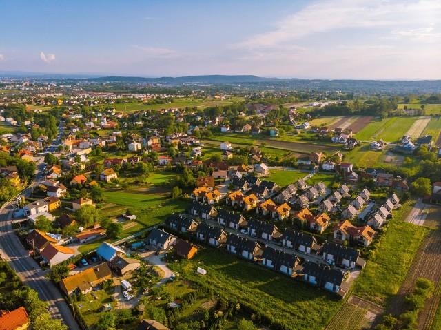 Zielonki to gmina, która od dawna przyciąga nowych mieszkańców. Obecnie znalazła się wśród 35 miejsc w Polsce najchętniej wybieranych do zamieszkania