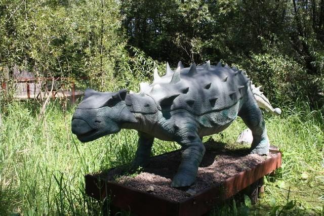 """Zator to idealna miejscowość na  weekendowy wypad za miasto wraz z dziećmi. Znajduje się w nim ogromny park rozrywki zwany """"Zatorland"""". Dzieci mogą skorzystać z takich atrakcji jak Park Mitologii, Park Bajek, Stworzeń Wodnych, Owadów oraz Park Ruchomych Dinozaurów lub obejrzeć film w kinie 5D. Oprócz tego w Zatorze znajduje się największy rodzinny park rozrywki w Polsce – Energylandia. Warto jednak wcześniej zarezerwować sobie bilety."""