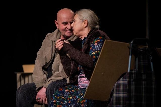 Aktorzy: Mirosława Olbińska i Sławomir Sulej to jedyne atuty inscenizacji.