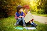 Dobra książka na prezent dla dziecka. Jakie pozycje sprawdzą się jako świąteczny prezent? TOP 10 [6.12.20]
