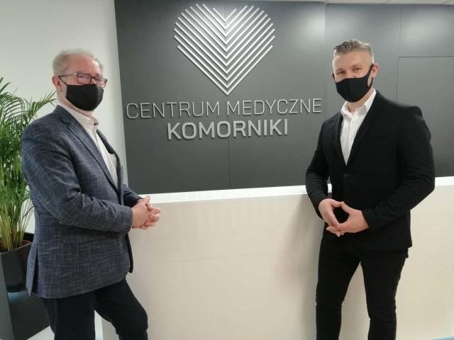 Wójt Jan Broda i prezes spółki Artur Bąk cieszą się z otwarcia Centrum