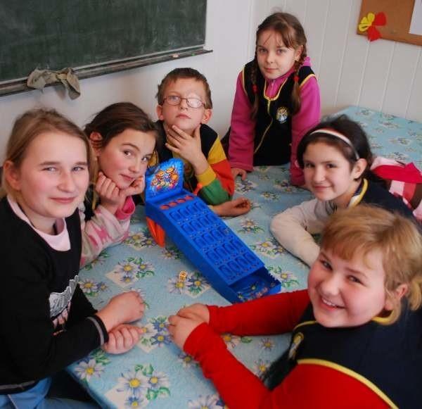 W czasie ferii wszyscy uczniowie szkoły w Grabinie będą mogli uczestniczyć w grach i zabawach nie tylko na śniegu.