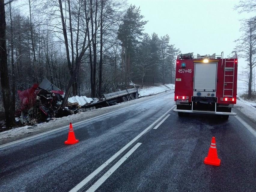 Jeden z kierowców, obywatel Litwy, nie przeżył wypadku....