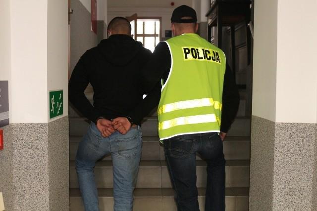 Pokrzywdzeni, którzy zostali oszukani przez tego 19-latka pochodzą między innymi z Wrocławia, Legnicy, Bydgoszczy, Gdyni, Nowego Sącza i Zakopanego.