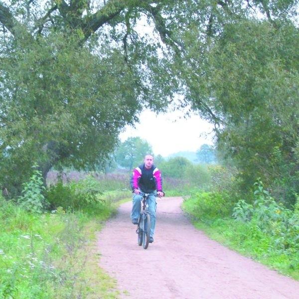 Drzewa miałyby zostać posadzone wzdłuż ścieżki spacerowej za rzeką. Sadzonki zakupuje miasto