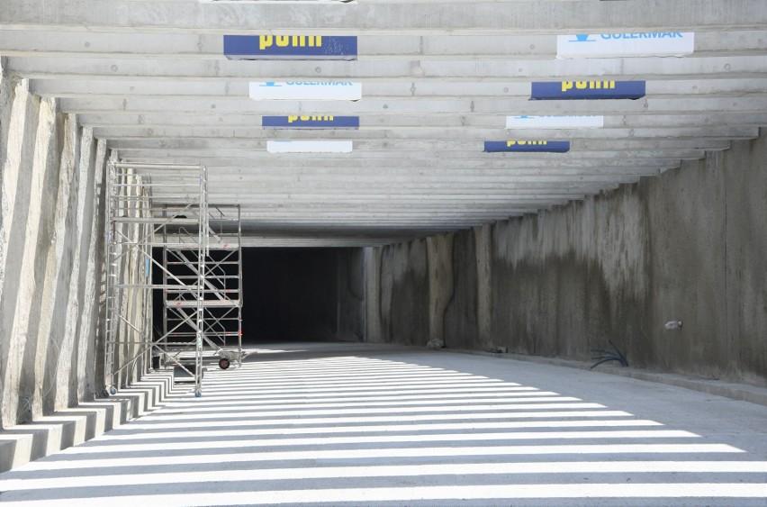 Budowa tunelu w Świnoujściu. 1000 metrów Wyspiarki. Maszyna zaczyna drążyć po stronie wyspy Wolin [ZDJĘCIA]