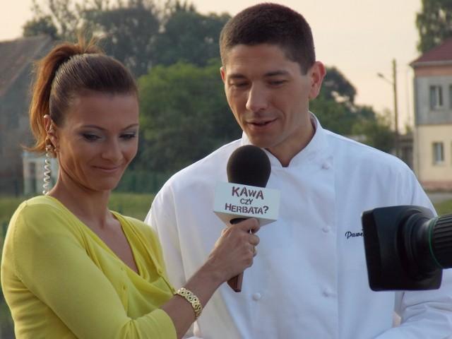 Paweł Salomon podczas porannego gotowania w TVP