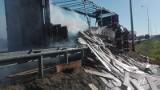Rzędziany. Pożar ciężarówki na S8. Na zjeździe zapaliła się naczepa ciężarówki [ZDJĘCIA]