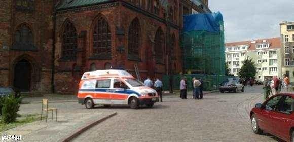 Do zdarzenia doszło obok szczecińskiej bazyliki. Na miejsce przyjechało pogotowie.
