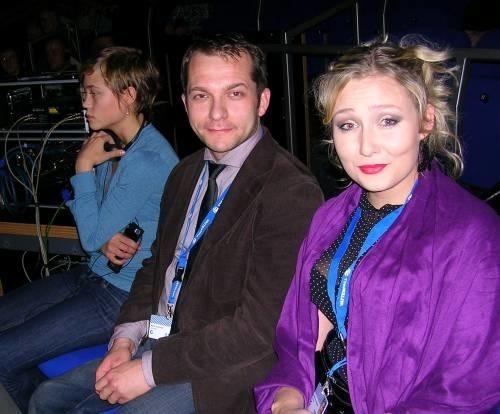 Monika Anna Wojtyllo, rezyserka festiwalowego trailera, Marcin Karmasz – jej asystent przy tej produkcji – podczas sobotniej gali w Hali Miejskiej. Oboje w dziecinstwie wyjechali do Niemiec, gdzie dziś pracują w branzy filmowej.
