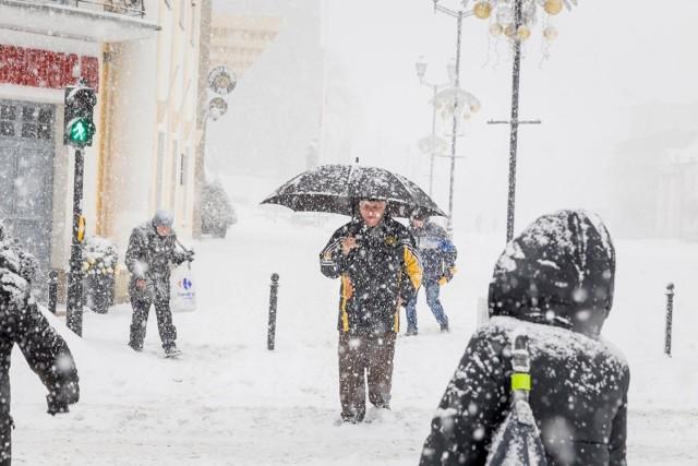 """Nowe prognozy pogody na styczeń 2021 potwierdzają, że nad Europę - w tym Polskę - nadciąga wyż syberyjski, zwany """"bestią ze wschodu"""" i ma przynieść bardzo niskie temperatury."""