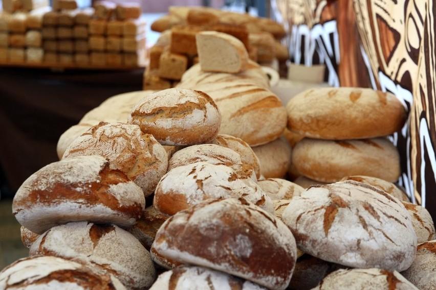 Znana piekarnia na rynku w Górznie wystawiona jest przez...