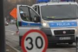 W Polanówce zderzyły się dwie osobówki i bus. Trzy osoby w szpitalu