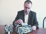 Robo Space - firma Grzegorza Kałęki. Prowadzi kursy dla dzieci. Budują roboty i dobrze się bawią