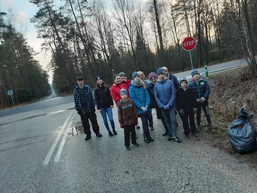 Koszykarze z powiatu koneckiego na turnieju w Stporkowie