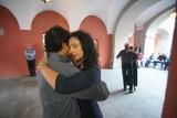 """Tango milonga w przestrzeni renesansowego dziedzińca w Poznaniu. Kolejne wydarzenie z cyklu """"Kulturalnego Lata na Gołebiej"""""""