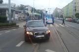 Audi zablokowało torowisko tramwajowe na Sienkiewicza