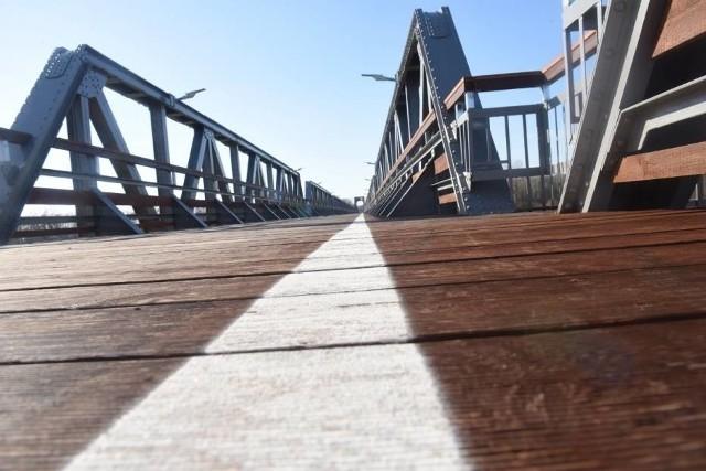 Ścieżka rowerowa, która powstała w ramach projektu Kolej na rower w powiecie nowosolskim. Atrakcją na trasie jest żelazny most w Stanach.