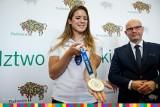 Maria Andrejczyk przekazała srebrny medal z Tokio na licytację. 8-miesięczny Miłosz z Cieszyna pojedzie na operację do USA