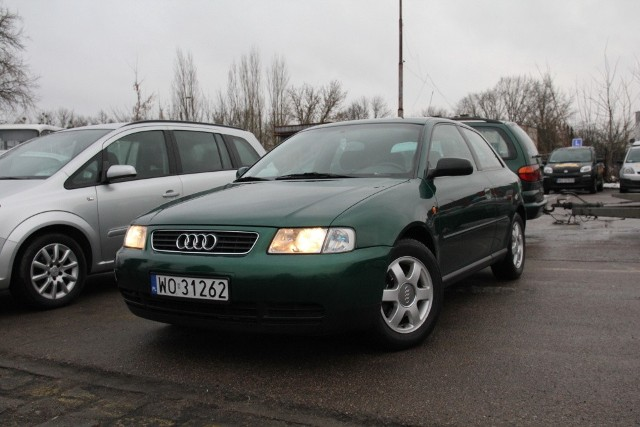 Audi A3, 1999 r., 1,9 TDI, centralny zamek, wspomaganie kierownicy, 4x airbag, podgrzewane fotele, ABS, klimatronic, 9 tys. 900 zł;