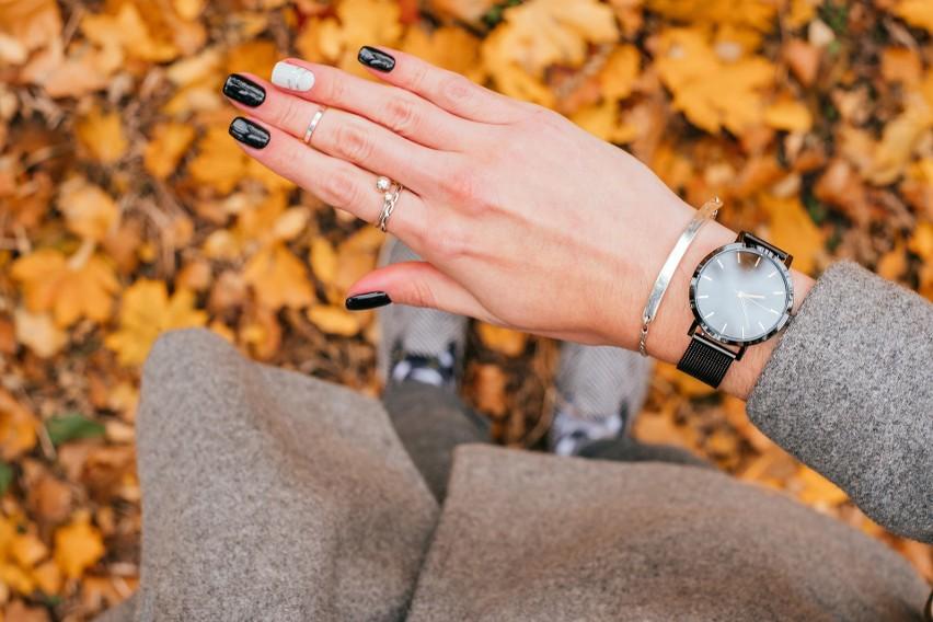 Jakie paznokcie będą modne na jesień 2020? Na jaki kolor się zdecydować? Zobaczcie przepiękne inspiracje i wybierzcie swój ulubiony styl!
