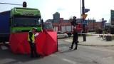 Śmiertelny wypadek na ul. Pabianickiej przy Dubois. Rowerzystka pod tirem! [zdjęcia, FILM]