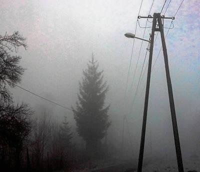 W Masłomiącej ponuro. Lampy stoją tu sierpnia, ale nie świecą FOT. ARCHIWUM