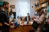 Białystok. Bractwo Młodzieży Prawosławnej rozdaje potrzebującym świąteczne paczki (zdjęcia)