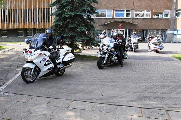 Motocykliści do Niemiec wyruszyli spod Komendy Wojewódzkiej Policji przy ul. Lutomierskiej.