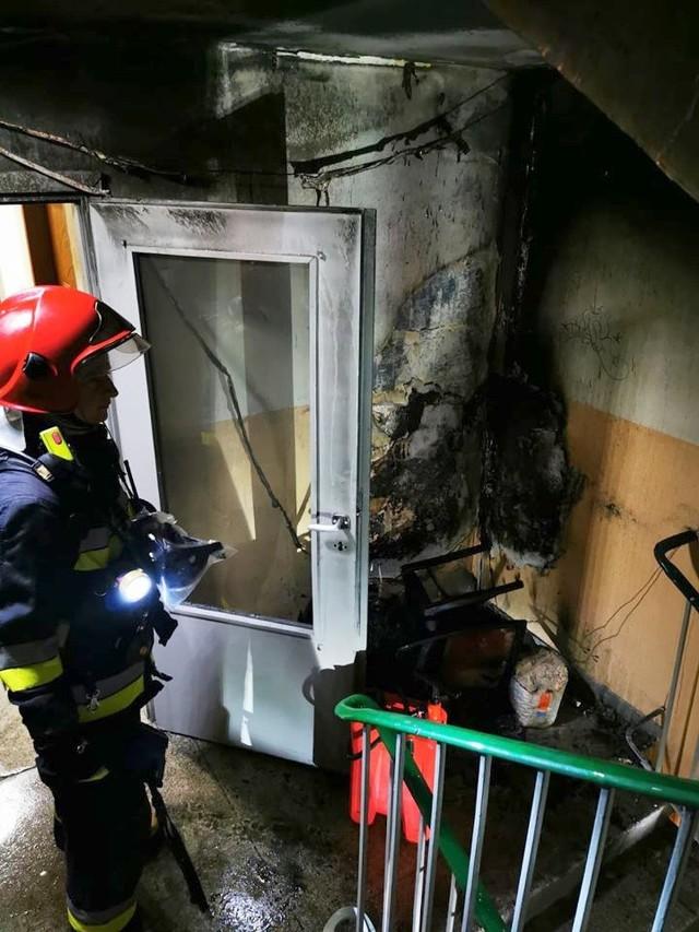 Jak mówią strażacy, takie zdarzenia mogą być bardzo niebezpieczne dla mieszkańców bloków.
