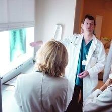 By rozpoznać chorobę zwyrodnieniową należy wykonać zdjęcie radiologiczne stawów
