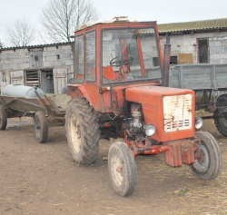 Tym traktorem cofał ojciec Piotrusia feralnego dnia wypadku