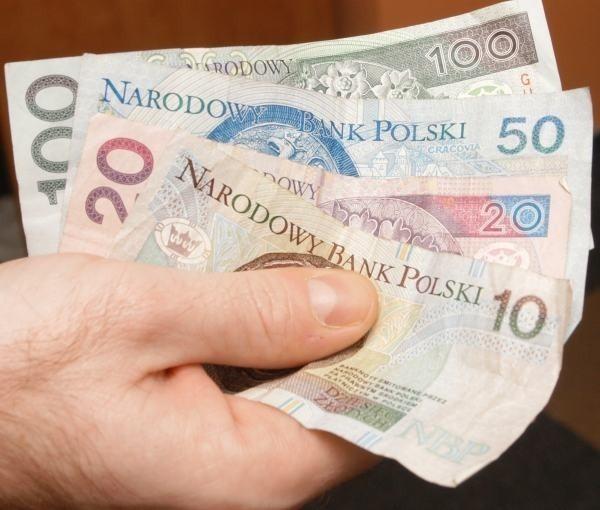 Łącznie w listopadzie Polacy zalegali ze spłatą 8,12 mld zł, są to m.in. zobowiązania wynikające z niezapłaconych rachunków za czynsz, gaz, prąd, telefon, opłat leasingowych oraz rat kredytów - konsumpcyjnych i hipotecznych.