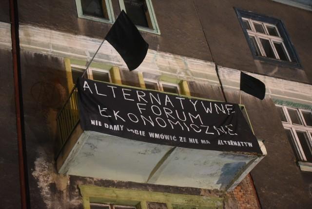 Anarchiści w Katowicach zostali siłą usunięci z kamienicy przez oddziały antyterrorystów