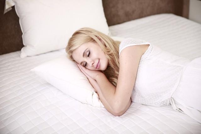 Niedobór melatoniny w organizmie może skutkować zaburzeniami snu lub ogólnym pogorszeniem stanu zdrowia.
