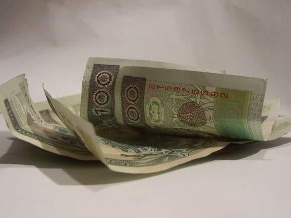 Podrobił co najmniej 155 sztuk banknotów o nominale 100 złotych, 71 – o nominale 20 złotych i 75 banknotów o nominale 10 złotych.