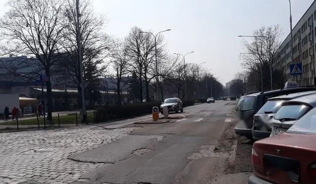 Remont nawierzchni na ulicy Komandorskiej we Wrocławiu odbędzie się później niż zapowiadano.