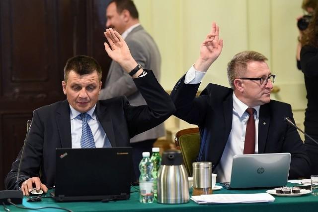Radni decydują o przyjęciu uchwały budżetowej, ale również o poprawkach, które do budżetu w ciągu roku wprowadza prezydent. Średni jest ich około 12